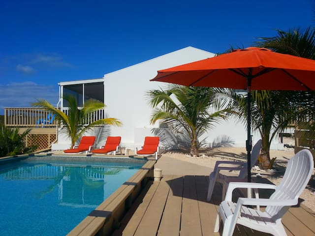 Affordable Lake Front Guest House with Sunset Pool - Providenciales - Apartment