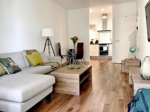 Modern 2 Bed | Canary Wharf | @WildRoses | 81b - Londres - Pis