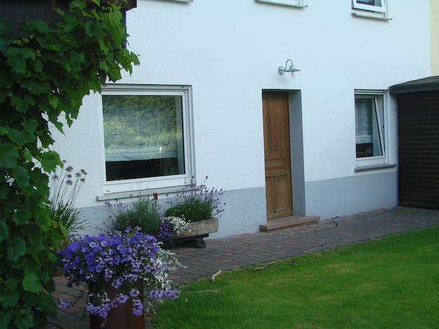 Gemütliche Wohnung mit ruhiger Lage in Waldnähe