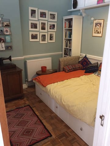 Sunny room in newly refurbished south London flat