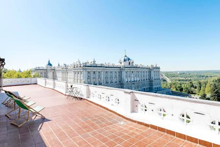 PENTHOUSE STUDIO IN ROYAL PALACE.