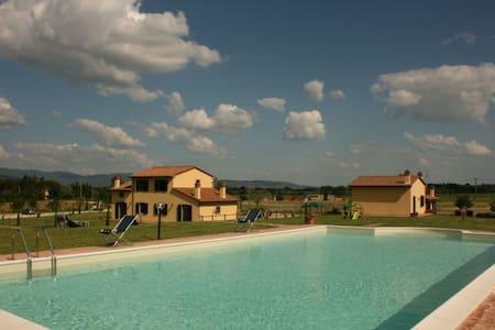 Podere Marcigliano - Rugapiana, sleeps 4 guests - Cortona