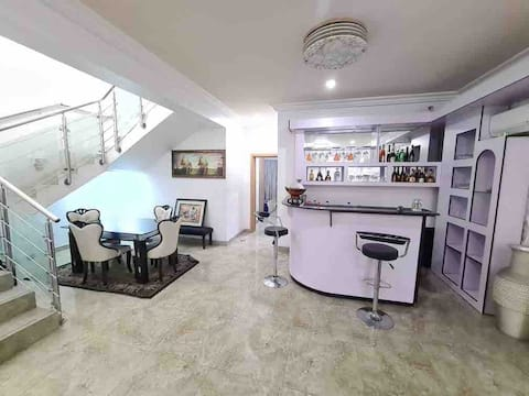 Luxury 4 bedroom duplex en-suite in Golf Estate.