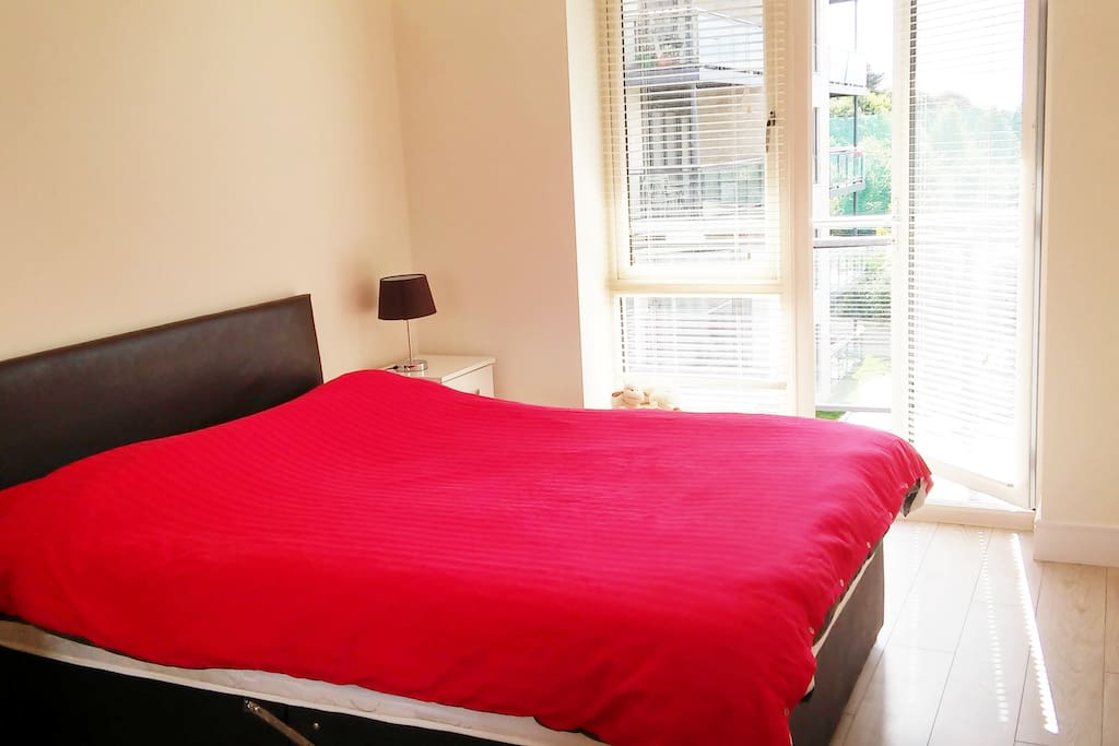 Bright bedroom with king size bed, private bathroom and access to the balcony!