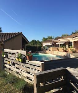 Gîte avec piscine - Manas - Casa
