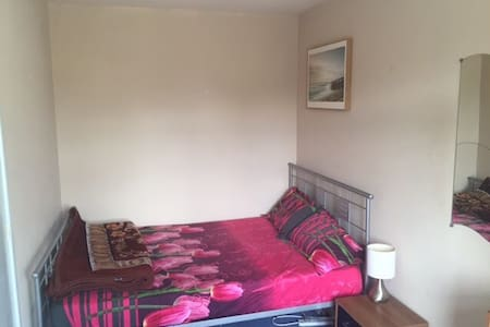 Clean Specious Large Double Room - Kidlington - Huis