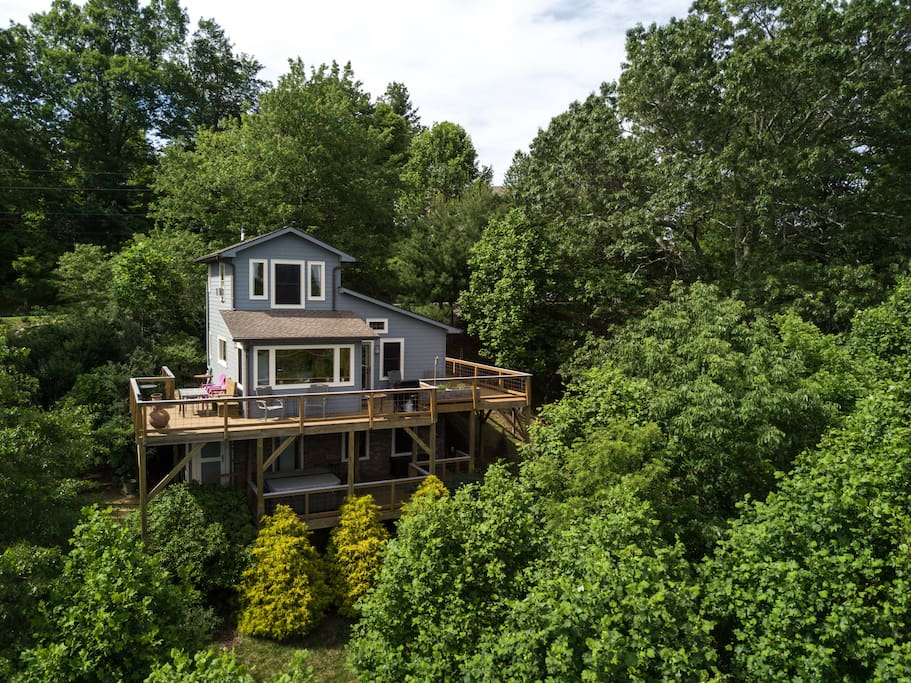There are neighbors, but the house has a very private feel due to all of the trees. (There is not a working hot tub on the property.)