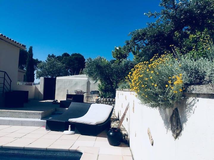 Joli appartement dans villa avec piscine