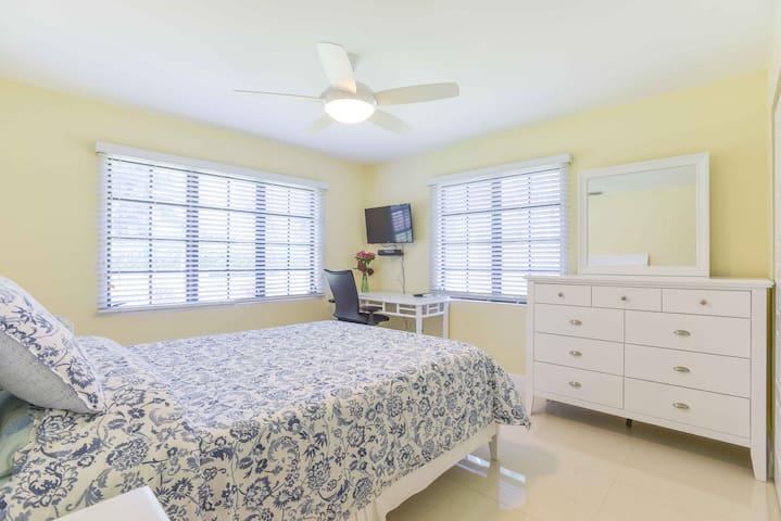 Queen Room + Bath (Bluebell Room)