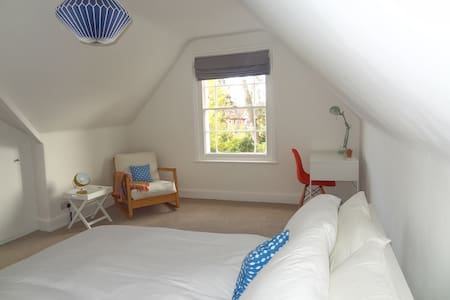 Lovely room & private kitchen close to town & uni - Exeter