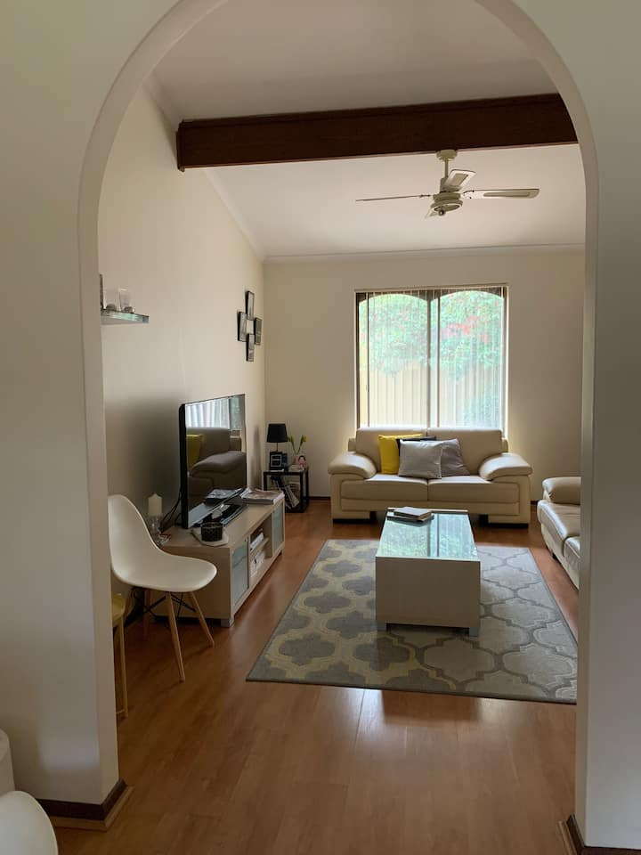 Private Room 5km from CBD + B/fast included