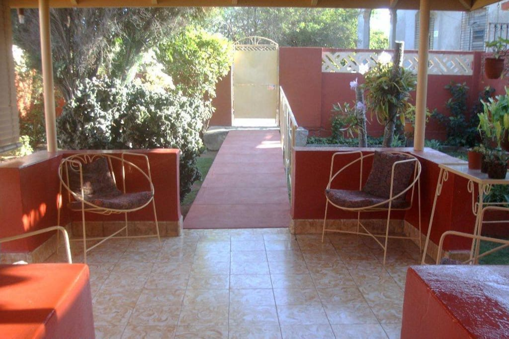 Common area: Portal and garden.