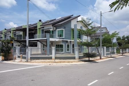 ImpianaCasa Kluang Guest House - House