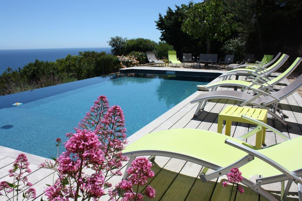 Vue de la piscine en direction de Sainte-Maxime