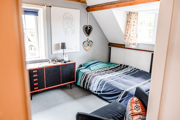 Cosy quiet, private rooms in charming Overveen!