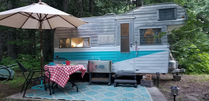 Leavenworth Glamping Trailer (Off Grid)
