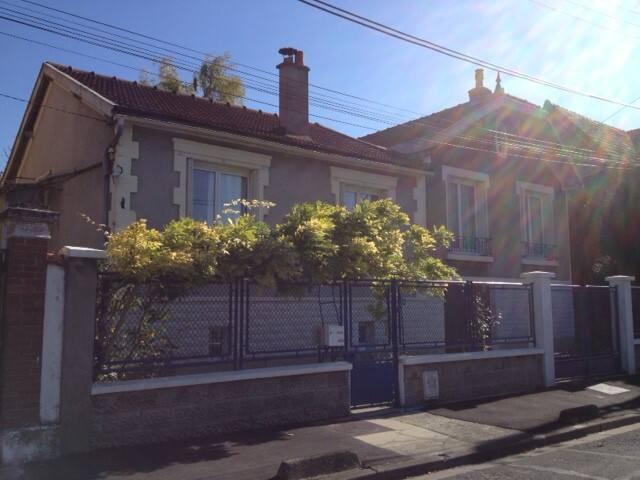 Maison chaleureuse bien équipée - Le Raincy - Hus