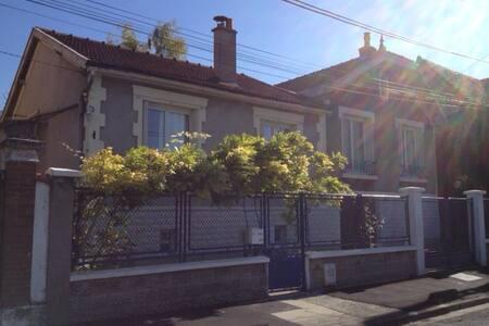 Maison chaleureuse bien équipée - Le Raincy