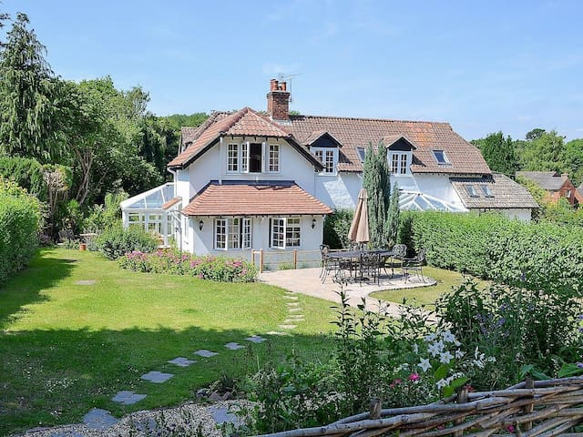 Fabulous cottage, village location, beaches nearby