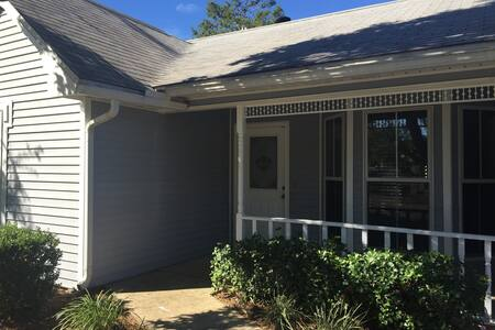 Cozy 3 Bed, short drive to beaches - Niceville