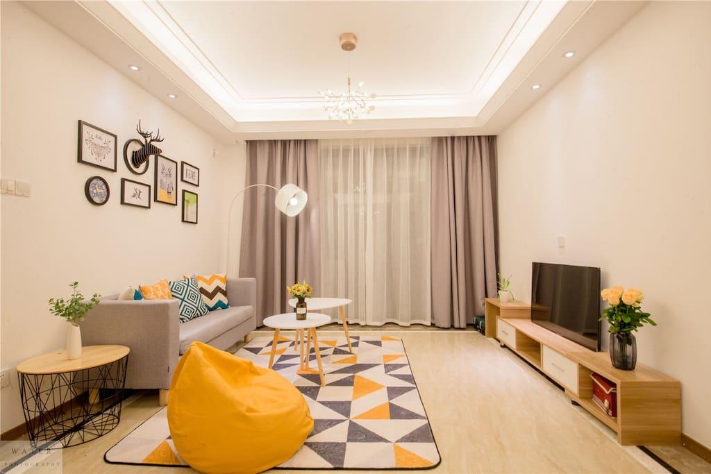 客厅 中央空调 乐视电视 舒适地毯