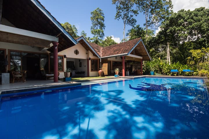 Unawatuna Villa in peaceful tropical surroundings