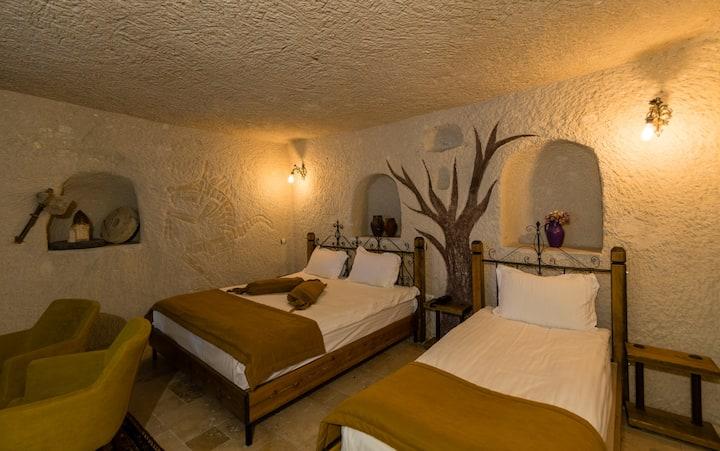 Elite Cave Suites - Triple Cave Room 2