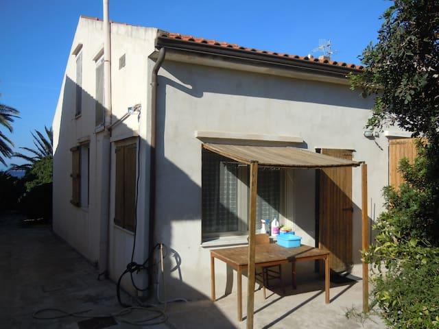 Casa singola con giardino sulla spiaggia - Tramatza - Haus
