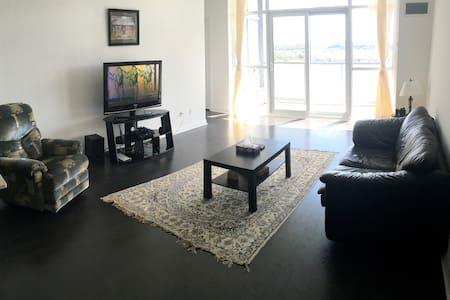 Cozy Two Bedroom Apartment - 里士满山(Richmond Hill) - 公寓