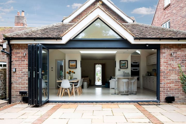 Bosham Getaway in Relaxed Seafront Luxury