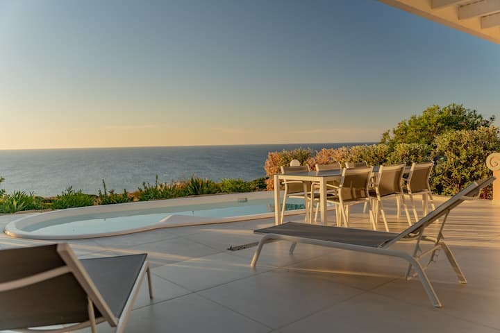 3 bedroom luxury front line property, amazing view
