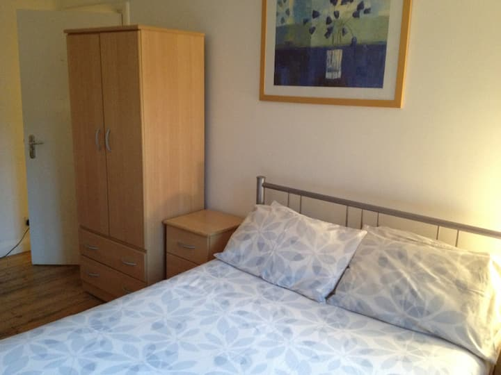 En suite room close to Addenbrookes Hospital