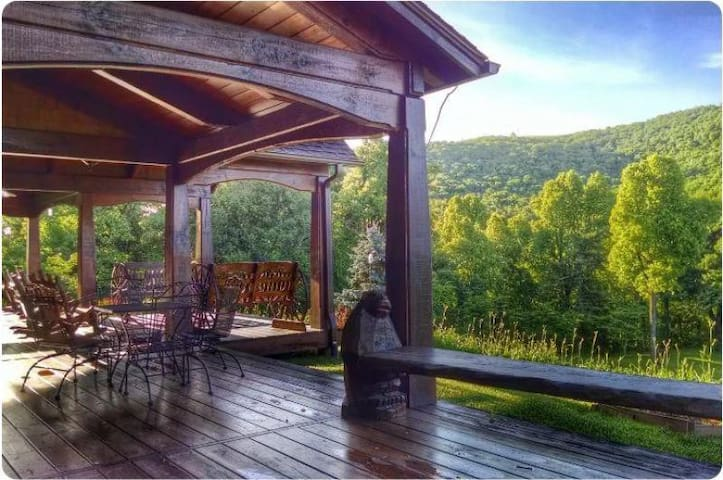 Bearwallow Cottage; located at top of Bearwallow Mountain. Hiking, relaxation, Hendersonville, Asheville & more!