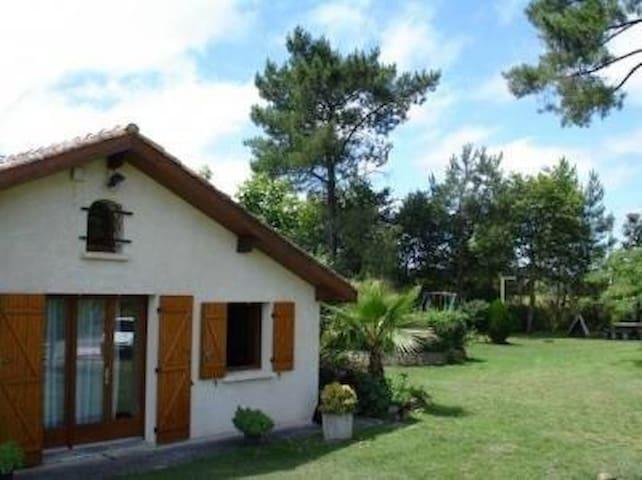 Villa , au milieu des pins - Lacanau - House