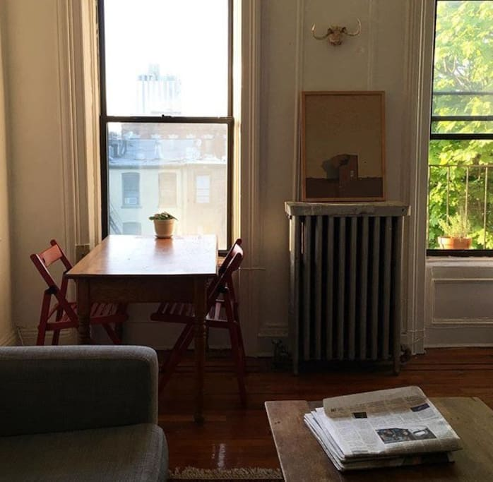 A breakfast nook with view of Empire State Building!