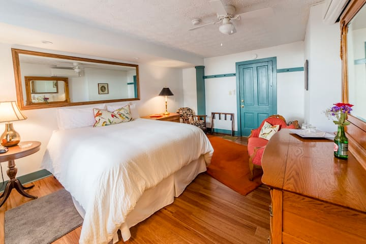 The Nautical Room! Remodeled with private bath! - Wilmore - Bed & Breakfast