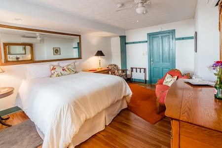 The Nautical Room! Remodeled with private bath! - Wilmore - 住宿加早餐