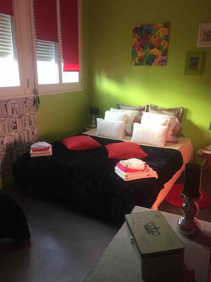 chambre/suite 2 lits 3 pers salon tv salle deau/wc