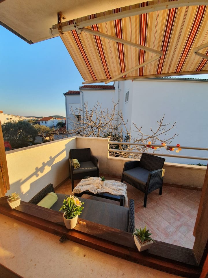 Rogoznica Lovely Apartment With Balcony