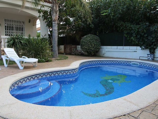CASA NORDINE,Ideal house for your holidays near the sea, free wifi, air conditioning, private pool, pets allowed, dog's beach.