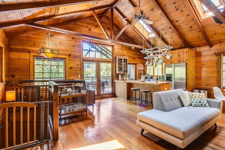 Westside Lodge - Riverfront with Incredible Views, Great Wine Country Location