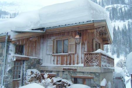 Grande chambre d'hôtes à Tignes skis aux pieds B&B