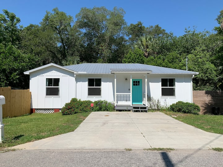Cute 3bdrm home, large yard, close to downtown!
