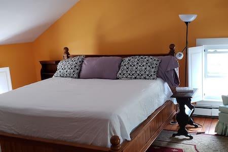 Cozy Suite in Historic 1850's Farmhouse
