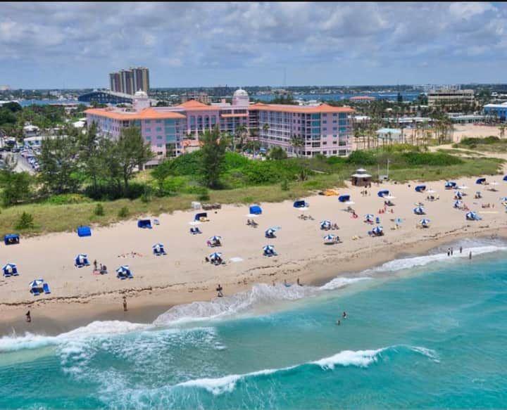 Luxury Oceanfront Stylish Condo Palm Beach Shores