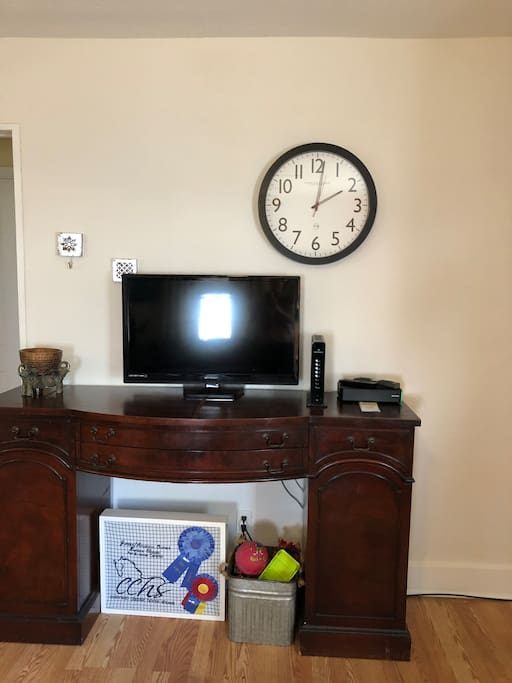 Flat screen tv to watch Cable or Netflix on.