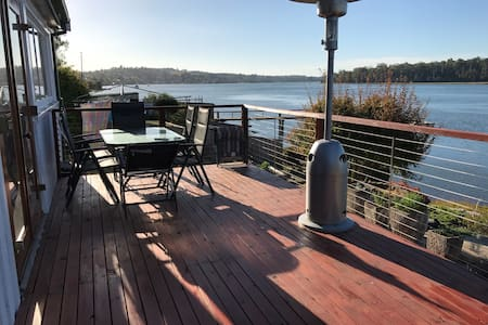 Lavender Cottage Hugs the Waters on Tamar River - Lanena - บังกะโล