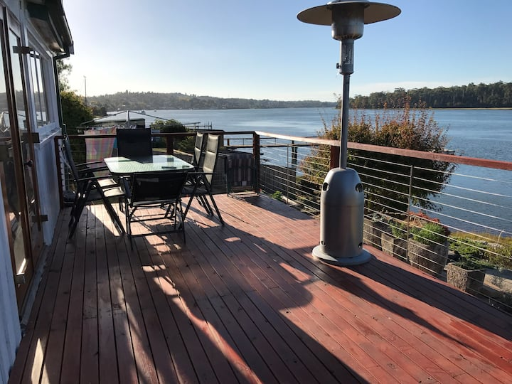Lavender Cottage Hugs the Waters on Tamar River