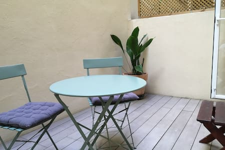 Delightful apartment + courtyard in PLAZA OLAVIDE - Madrid
