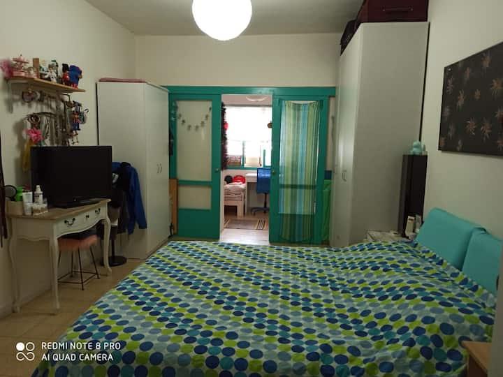 בית כפרי בצפון תל אביב כולל גינה וחניה